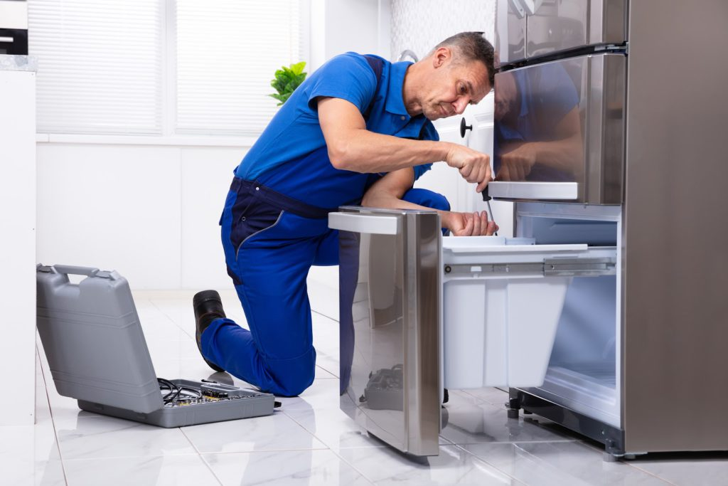 This image has an empty alt attribute; its file name is Service-technician-refrigerator-appliance-repair-1024x683.jpg
